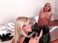 Two kinky hottie in latex clotn sucking part2